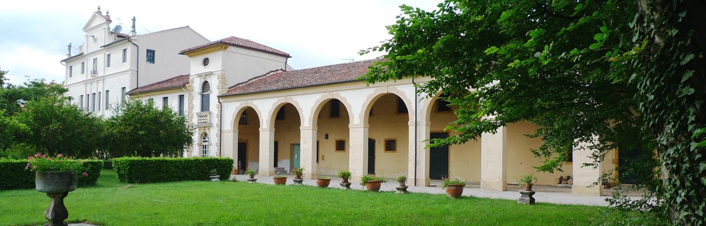 Villa_Cabrini_Moore_portico_east_wing